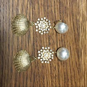 Beautifully made seashell diamond pearl earrings